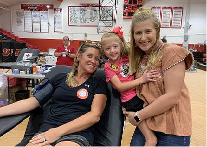 A Student Council member poses with her mother who donated blood.