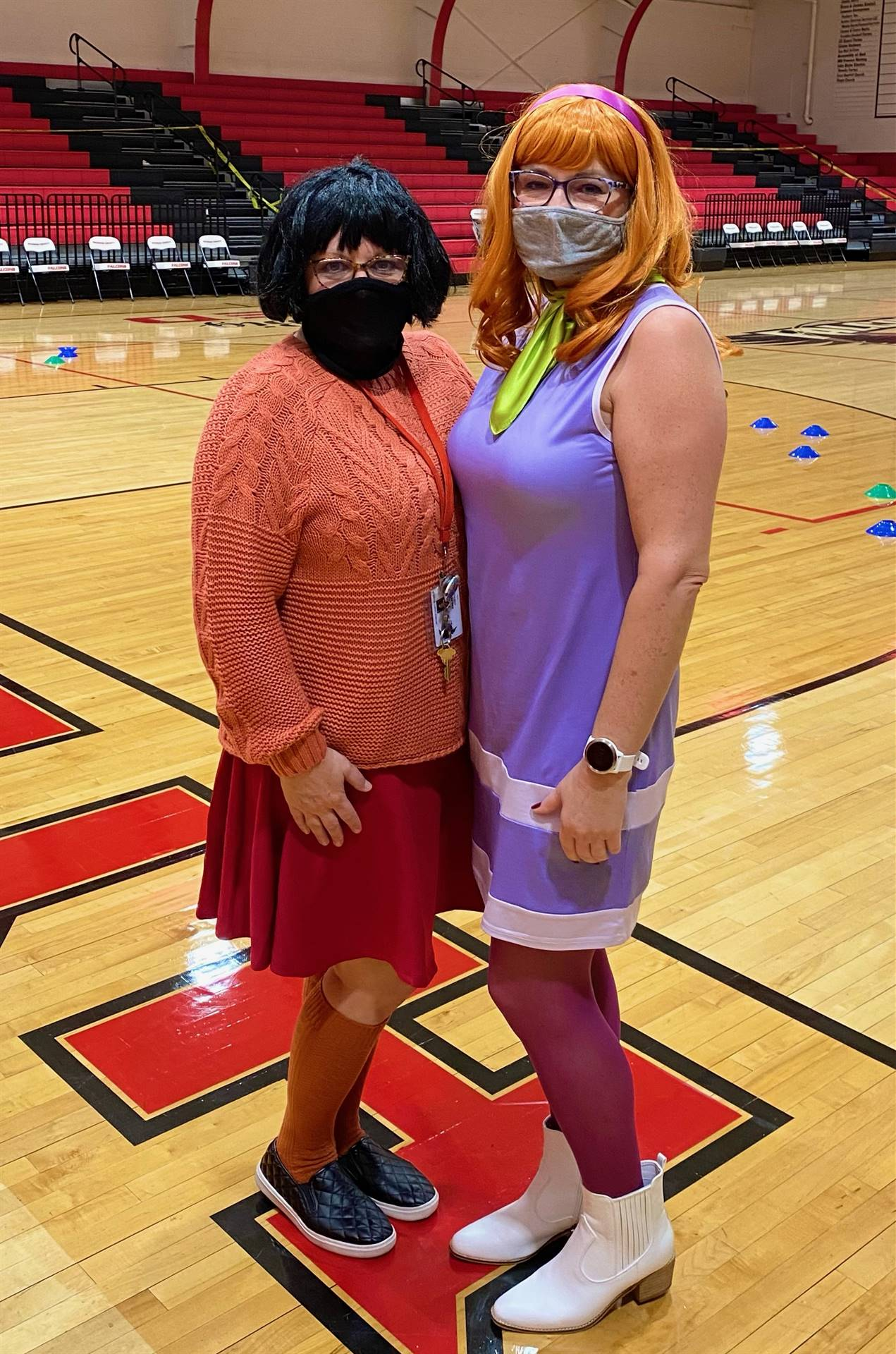 Velma and Daphne from Scooby-doo!